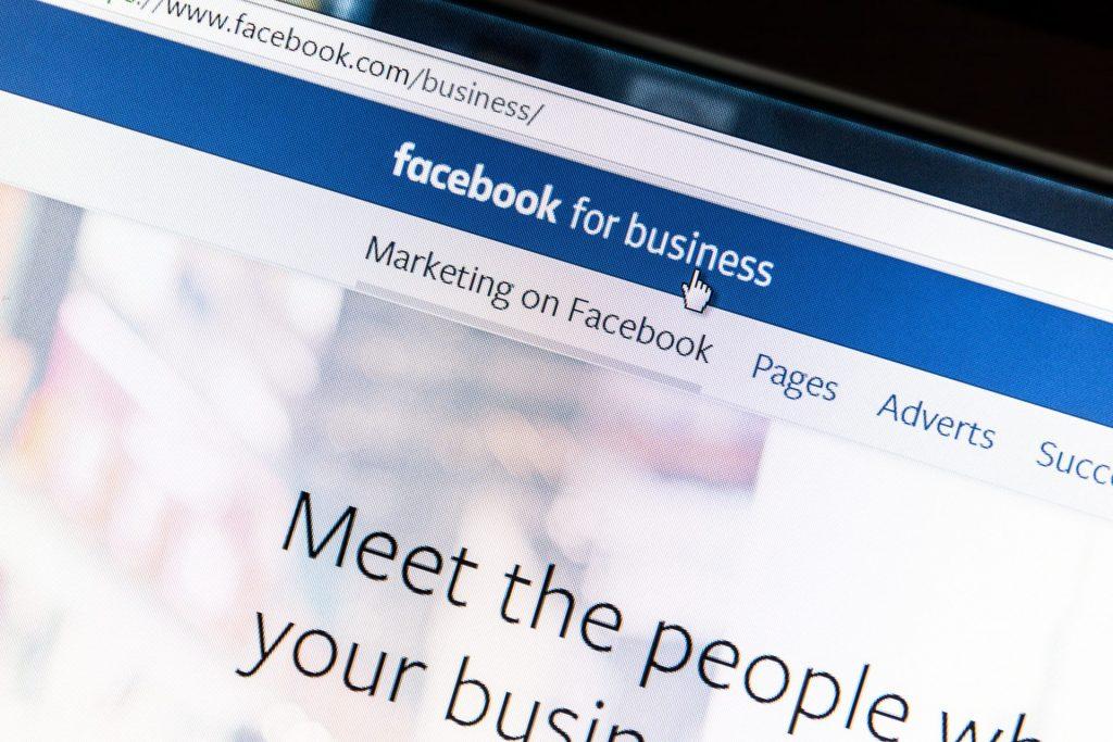 Facebook hirdetés